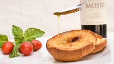 Pane e olio extravergine di oliva: una merenda senza tempo, sana e sfiziosa